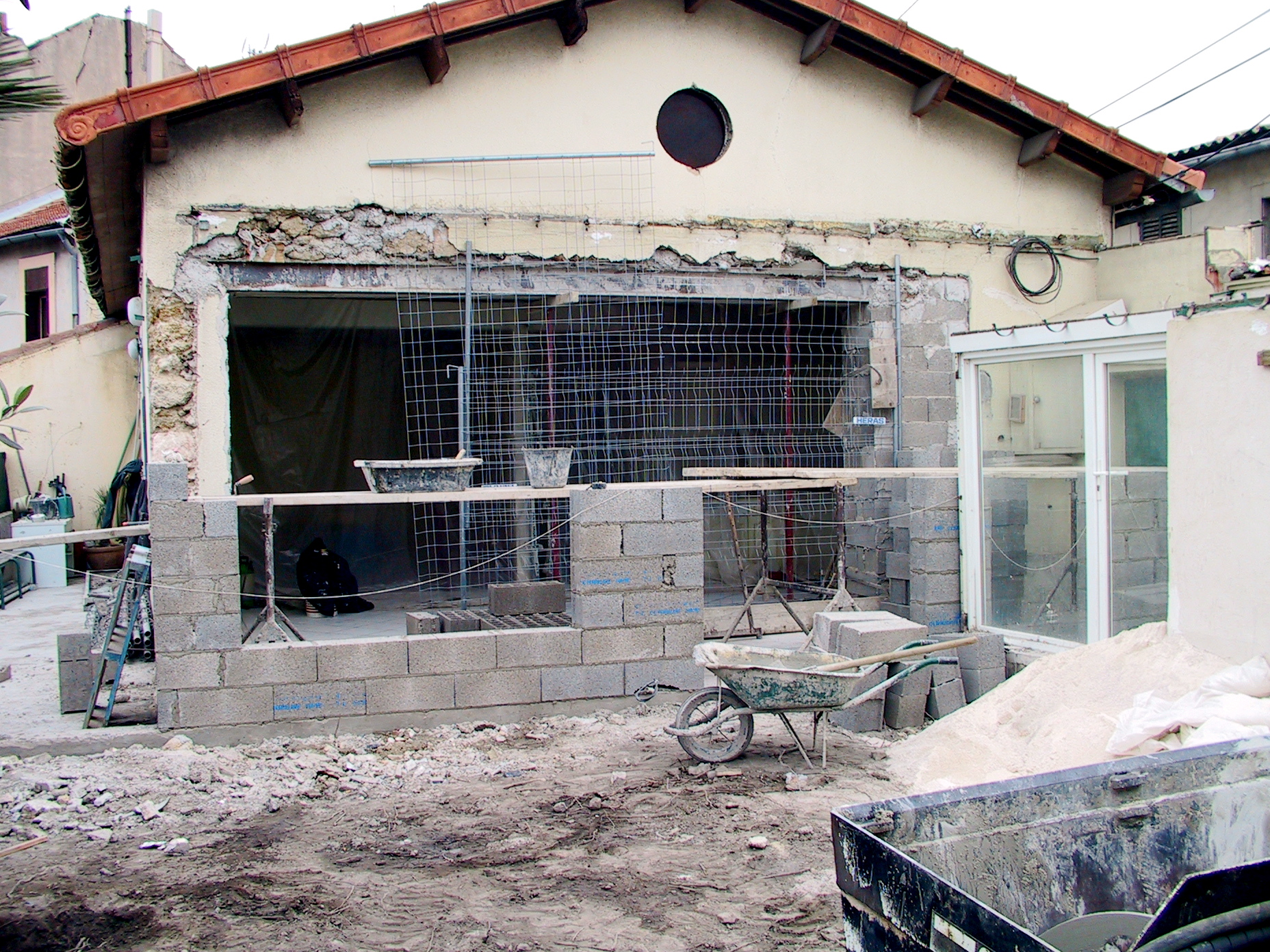 Jhs est un constructeur de maisons dans marseille et alentour for Idees renovation maison marseille